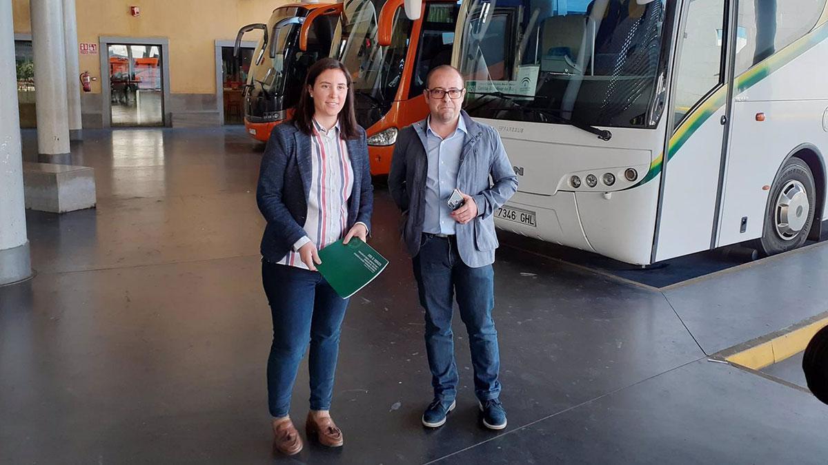 Casanueva visita la estación de autobuses de Córdoba en una imagen de archivo.