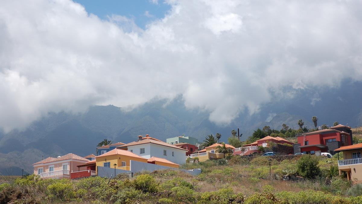 Nuboso en el norte y este La Palma.