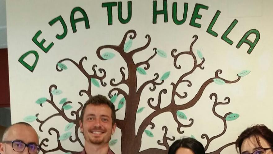 En la imagen, el árbol pintado en el Hospital General.