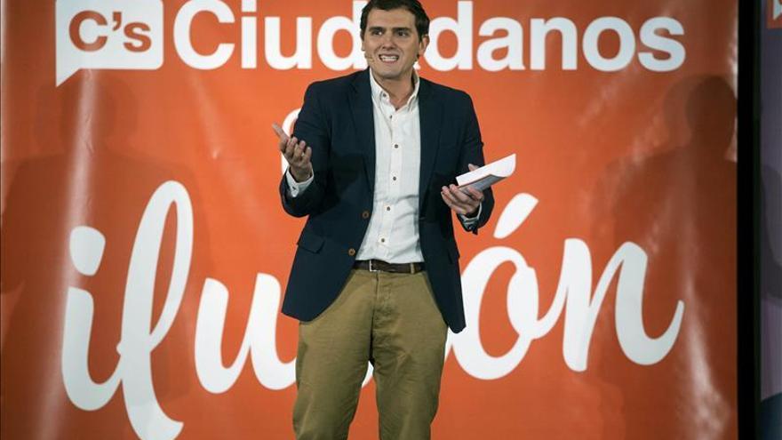 Rivera pide muchos votos en las urnas para que Rajoy no se quede cuatro años más