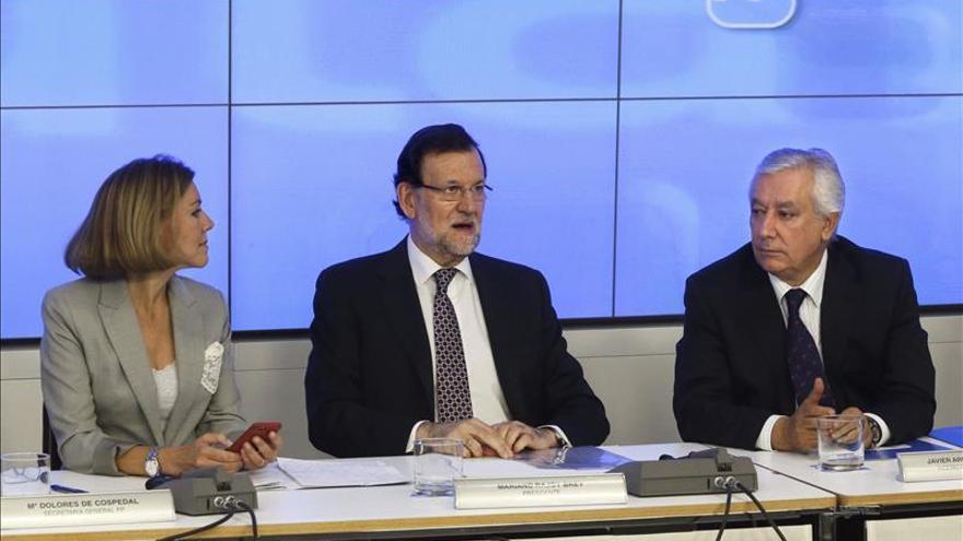 Rajoy mantiene a Cospedal como secretaria general con cinco vicesecretarios