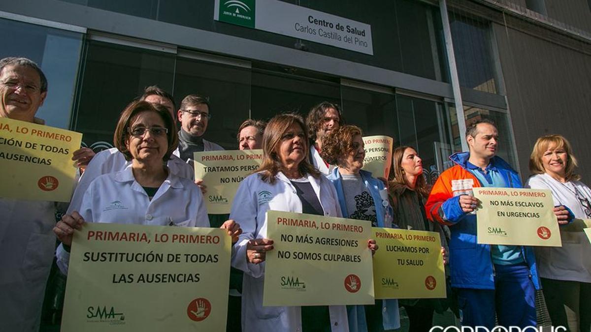 Imagen de archivo de una protesta de médicos en el centro de salud de Castilla del Pino