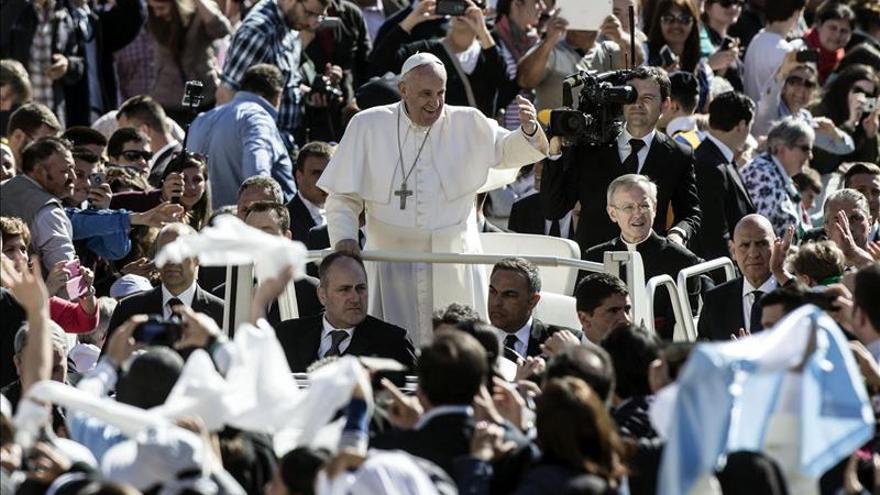 """El Papa critica el machismo, que considera la mujer """"de segunda clase"""""""