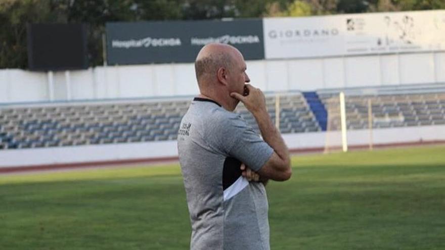 Pepe Mel durante el partido de este pasado viernes en Marbella ante el Almería