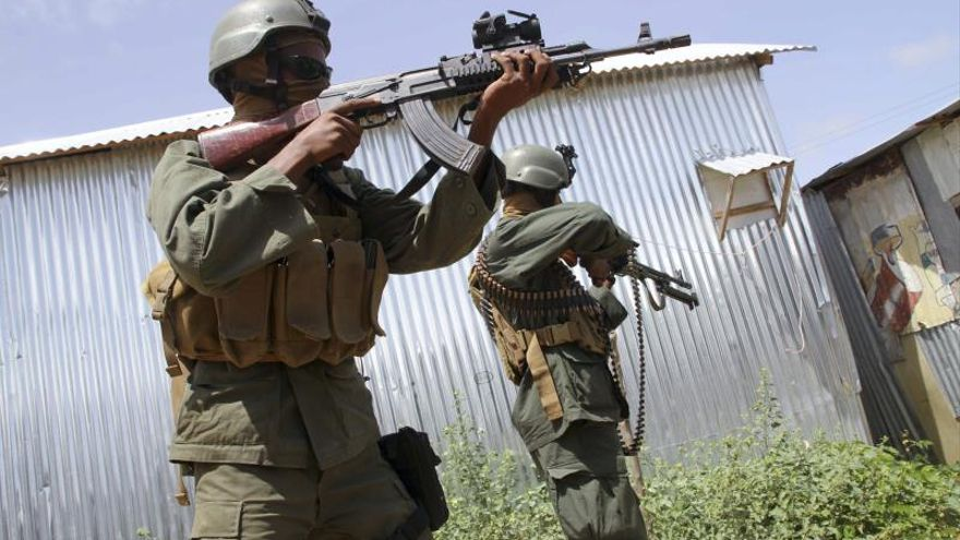 Cinco muertos y 3 heridos en un atentado suicida con coche bomba en Mogadiscio
