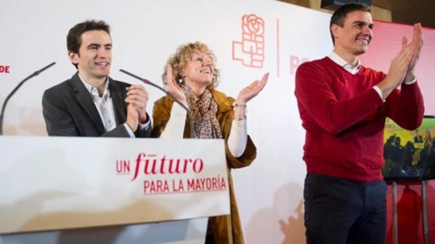 Casares, Díaz Tezanos y Sánchez en un acto electoral en Santander. | PSOE
