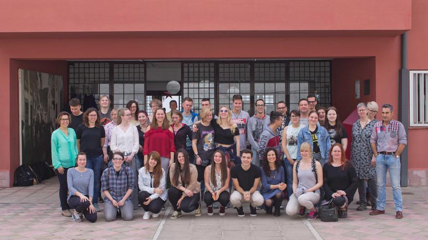 En la imagen, alumnos y profesores que han participado en el proyecto.