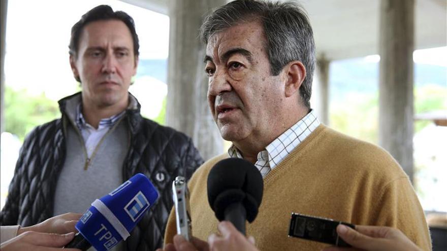 """Álvarez-Cascos acusa a IU y UPyD de defender """"su particular ambición"""""""