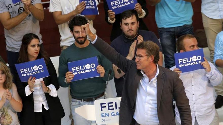 Feijóo pide voto de socialistas defraudados y no pecar de exceso de confianza