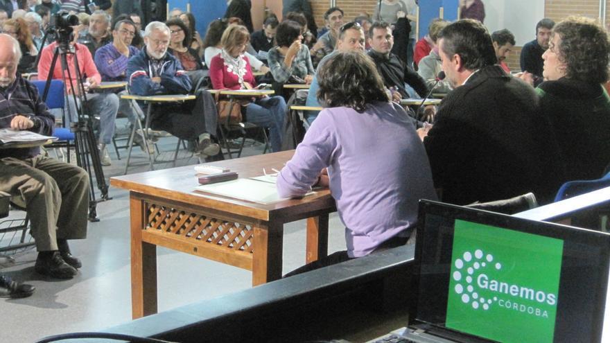 Un momento de la asamblea de Ganemos Córdoba.