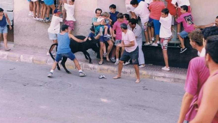 Suelta de vaquilla infantil en las Fiestas Patronales de Ceutí (1993)