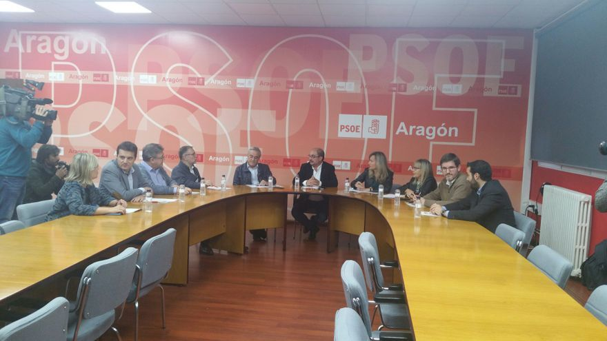Reunión de Javier Lambán con diputados y senadores.