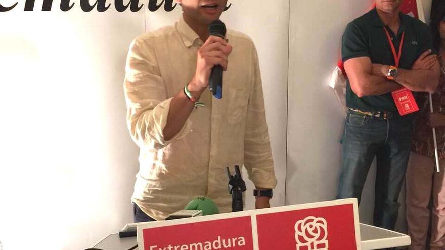 Ricardo Cabezas (PSOE), en la noche electoral en Badajoz / RSR