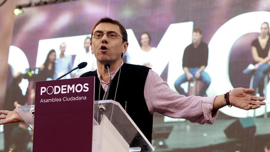 Juan Carlos Monedero en el palacio de Vistalegre durante la celebración de la Asamblea Ciudadana de Podemos. \ Marta Jara