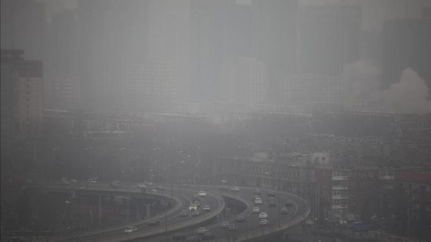 Pekín propone nuevas medidas contra la polución, que recupera un nivel peligroso