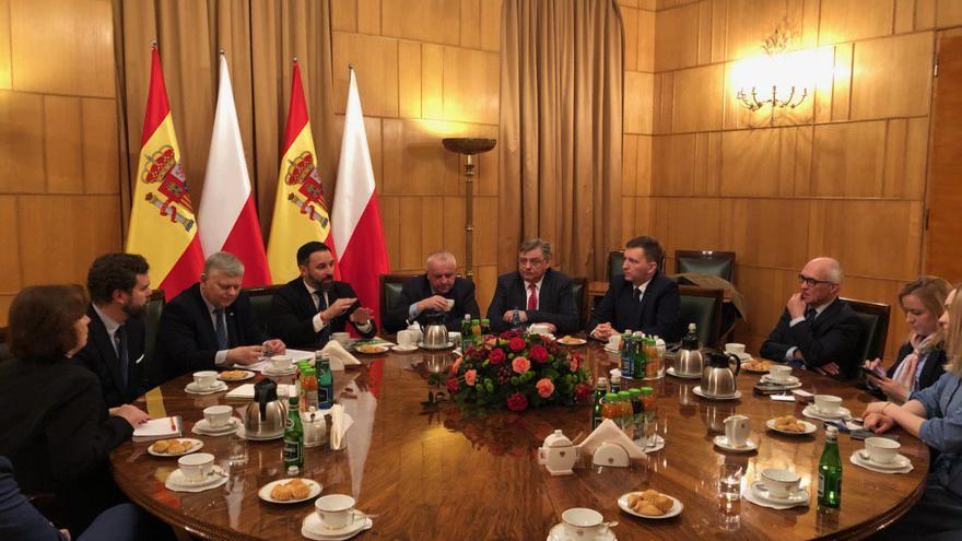 Reunión de Santiago Abascal con los líderes del partido polaco Ley y Justicia en la cancillería del gobierno polaco.