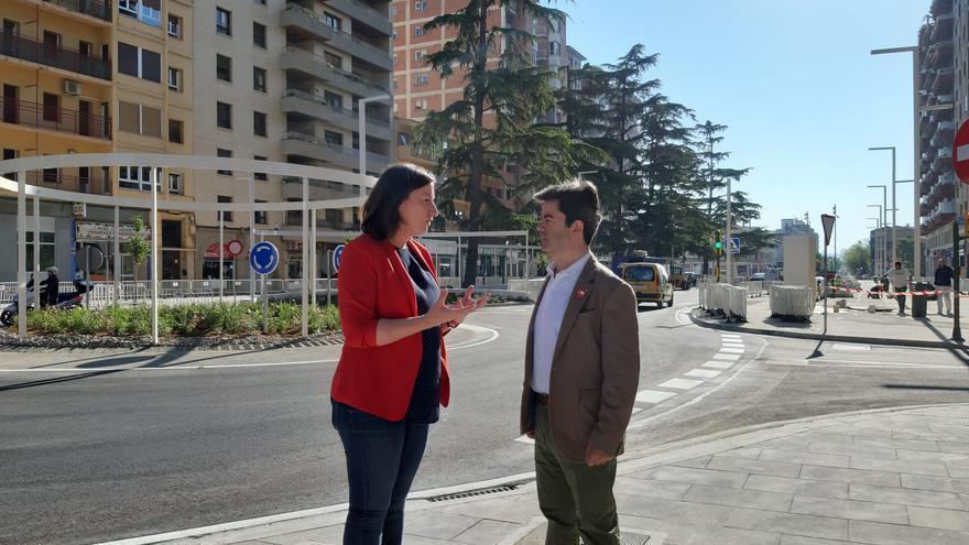 Luis Felipe y María Rodrigo en el paseo Ramón y Cajal