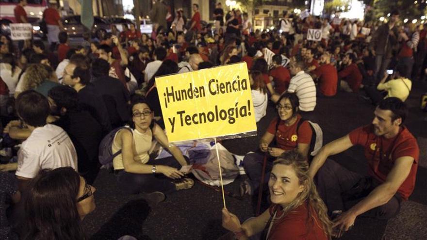 Centenares de personas protestan en Madrid contra los recortes en I+D+i