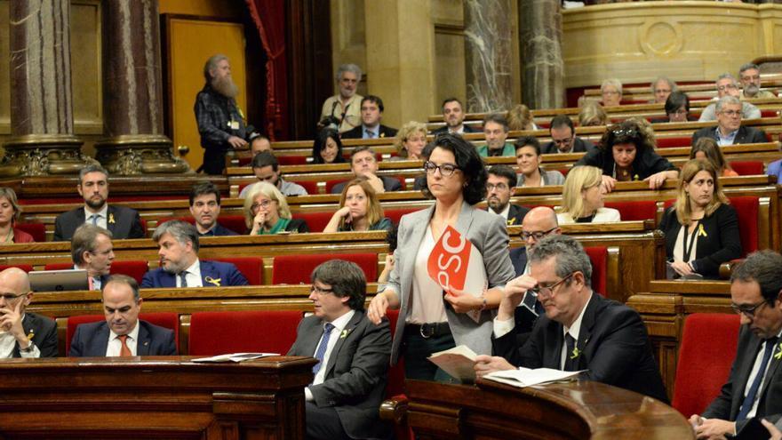 Eva Granados, portavoz del PSC, antes de su intervención en el pleno para tratar la respuesta al 155