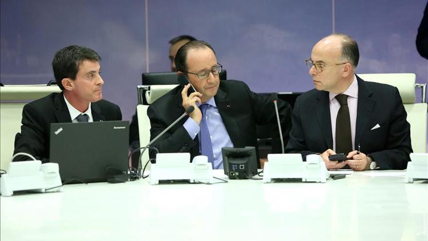 Hollande preside un Consejo de Defensa con varios miembros de su Gobierno