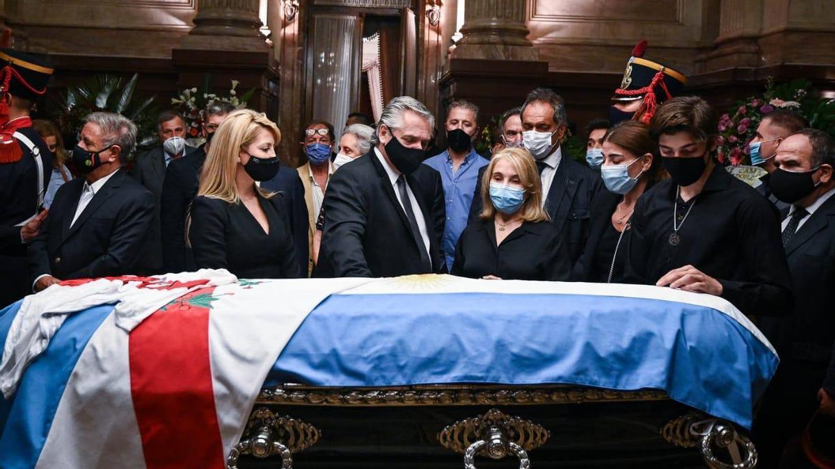 El presidente Alberto Fernández rinde los últimos honores al expresidente Menem