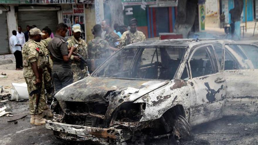 Al menos 5 muertos por coche bomba en un aparcamiento público de Mogadiscio