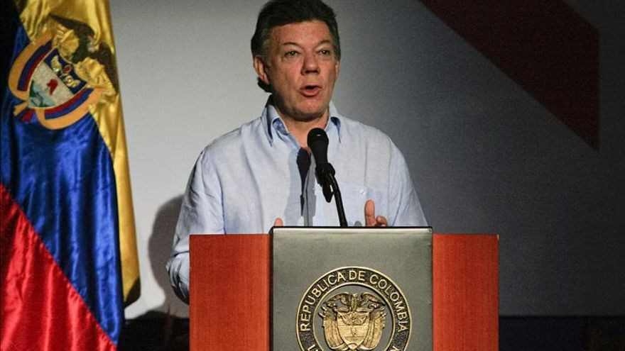 """Santos aboga por acelerar las negociaciones de paz """"para evitar más muertes"""""""