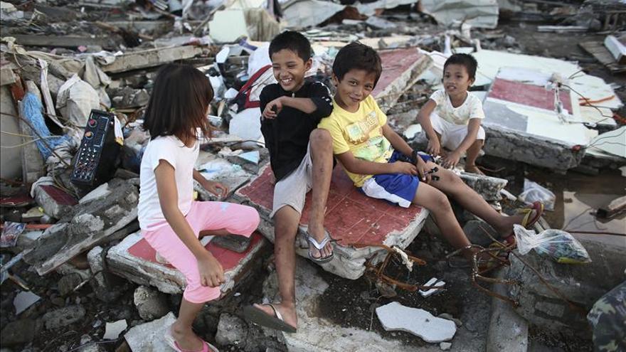 El número de muertos por el tifón Haiyan en Filipinas supera los 5.200
