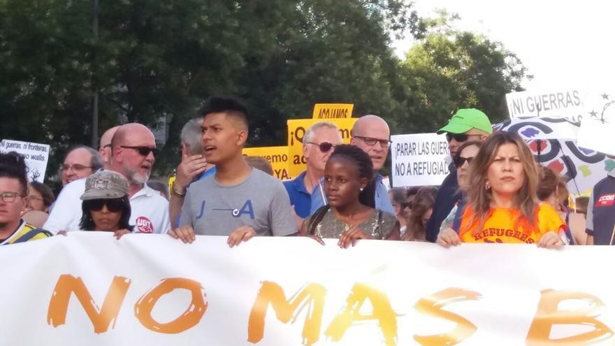 Mirelle (la segunda por la derecha), en la cabecera de la manifestación.