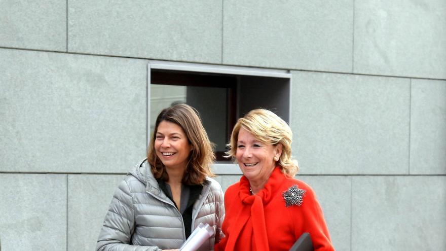 Aguirre y Figar, a la entrada de un acto público en Madrid.