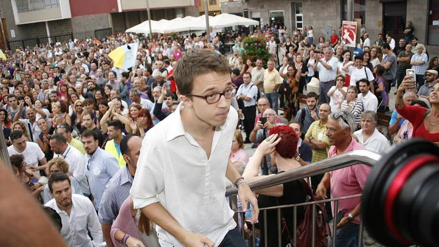 Iñigo Errejón, en el mitin celebrado este jueves en la plaza del Pilar de Las Palmas de Gran Canaria. (ALEJANDRO RAMOS)