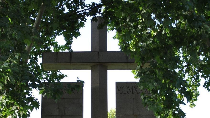 """Piden al nuevo gobierno local que """"desaparezca"""" la Cruz de los Caídos junto a los juzgados"""