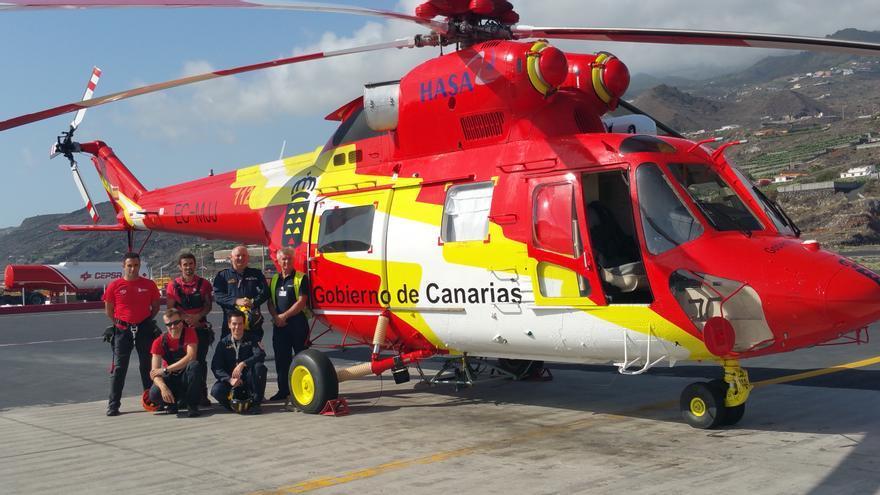 En la imagen, tripulación y helicóptero del GES. Foto: LUZ RODRÍGUEZ.
