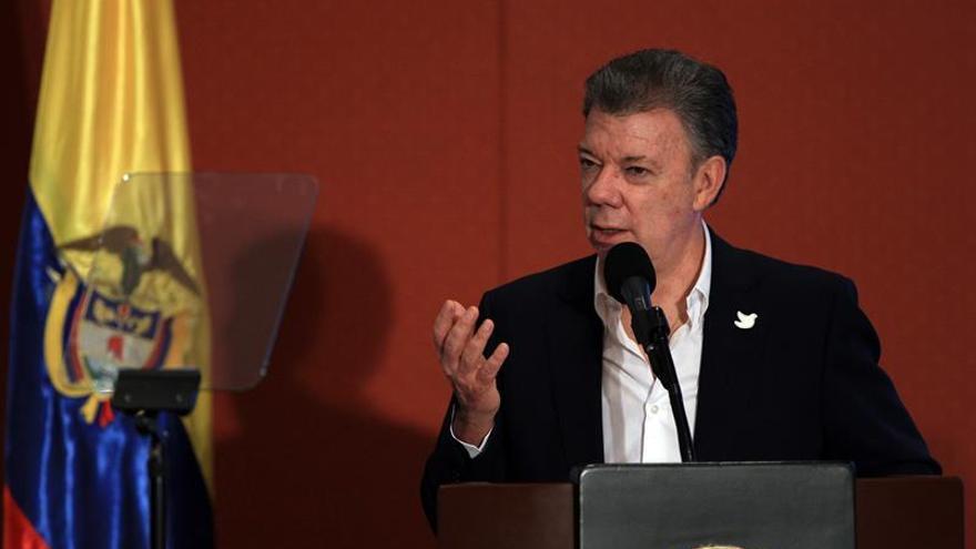 Santos ordena movilizar 50.000 uniformados en las carreteras por el paro camionero