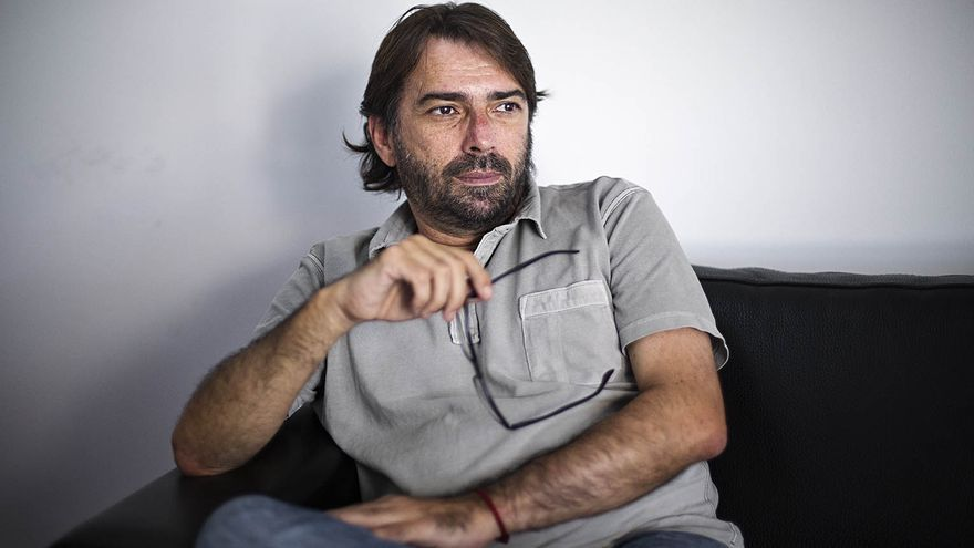 Camil Ros, secretario general de la UGT de Catalunya en su despacho  foto: ROBERT BONET