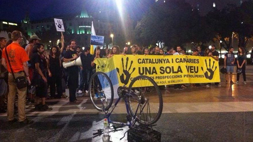 Manifestación en Barcelona contra las prospecciones de Canarias.