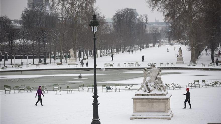 Decenas de vuelos anulados en París por las nevadas