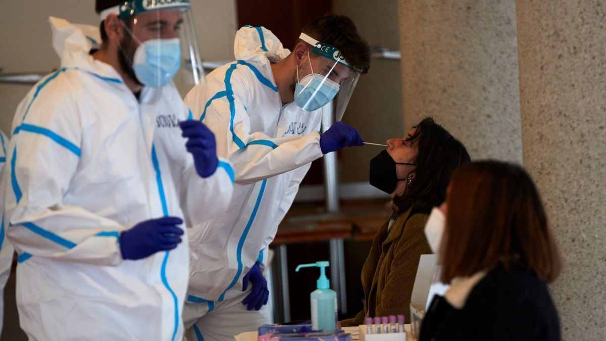 Personal sanitario realiza PCR