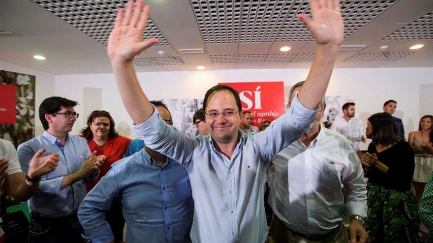 "El PSOE tilda a Iglesias de ""farsante"" por definirse como socialdemócrata"