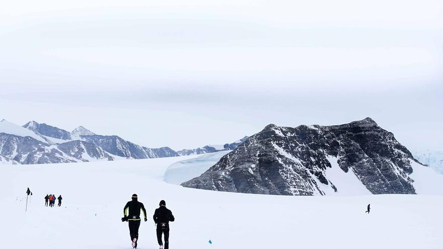 Corredores del Antarctic Ice Marathon 2015 (© Antarctic Ice Marathon).