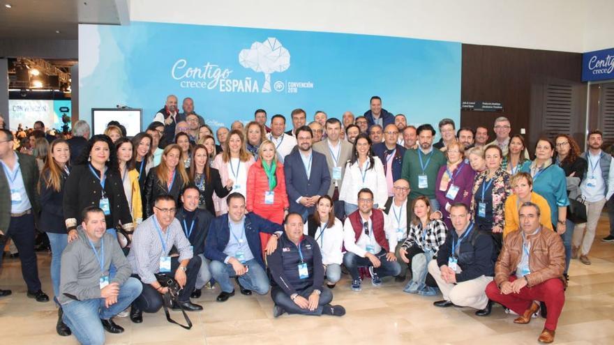 Militantes del PP de Canarias en la convención del partido celebrada en Sevilla en marzo de 2018