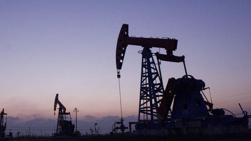 El petróleo de Texas baja un 1,7 % y cierra en 65,46 dólares el barril
