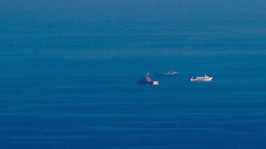 Continúa la búsqueda de los dos tripulantes del pesquero que chocó con un mercante