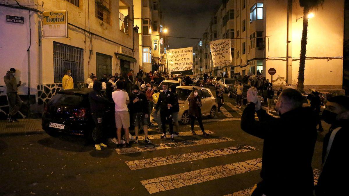 Protesta contra la inmigración en el barrio de Las Rehoyas, en Gran Canaria Alejandro Ramos