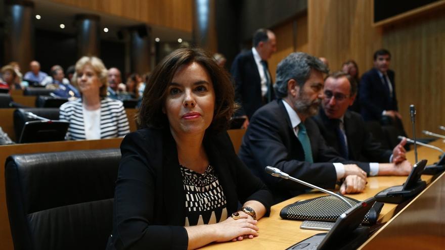 """Santamaría, """"encantada"""" de verse en Barcelona con Junqueras si concretan una reunión"""