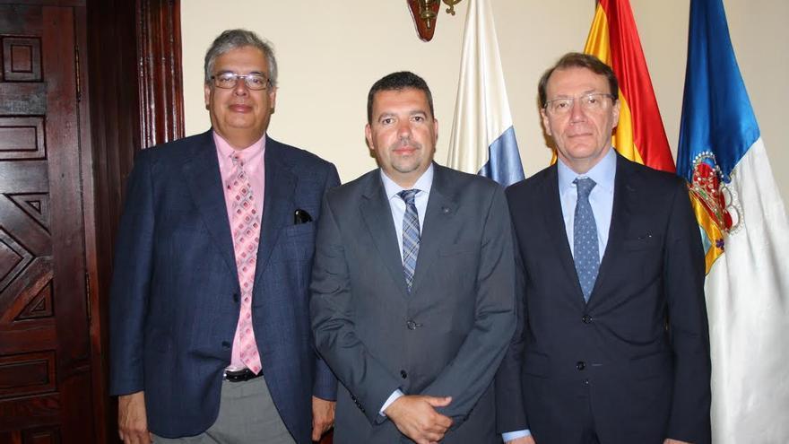 De izquierda a derecha: Juan Carlos Díaz Lorenzo, Juan José Cabrera Guelmes y Roberto Tanzi-Albi.