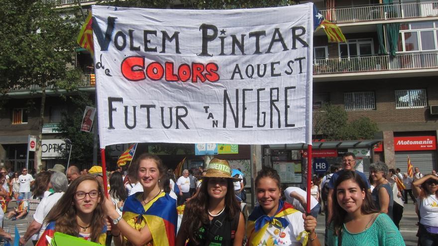 Pancartas reivindicativas y 'estelades' llenan la Via Lliure de la Meridiana