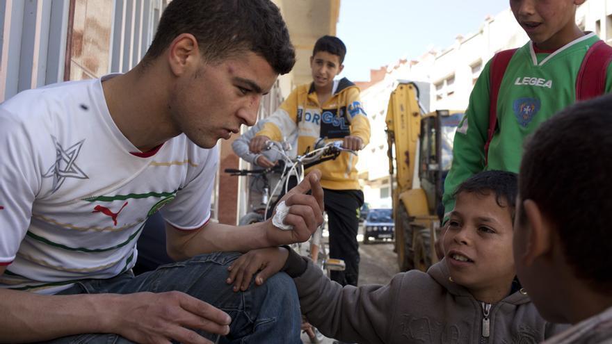 La inmigración de jóvenes y niños marroquíes también es otro tema que aborda Tanger Gool, con historias como la de Ahmed Younoussi.