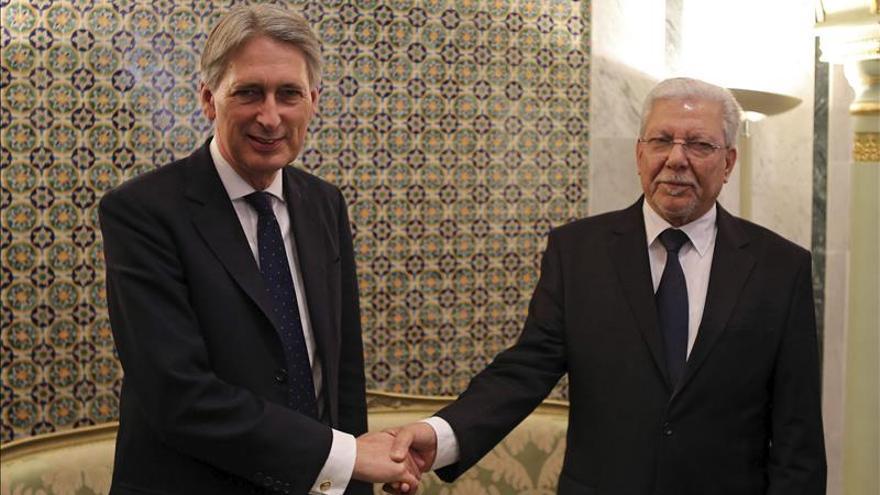 Hammond visita Túnez para impulsar la coordinación en la lucha antiyihadista