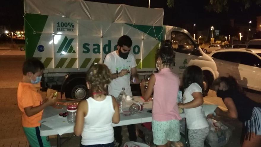 Una actividad de Sadeco dirigida a niños durante este verano.